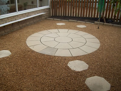 Circular Paving Back Garden Construction